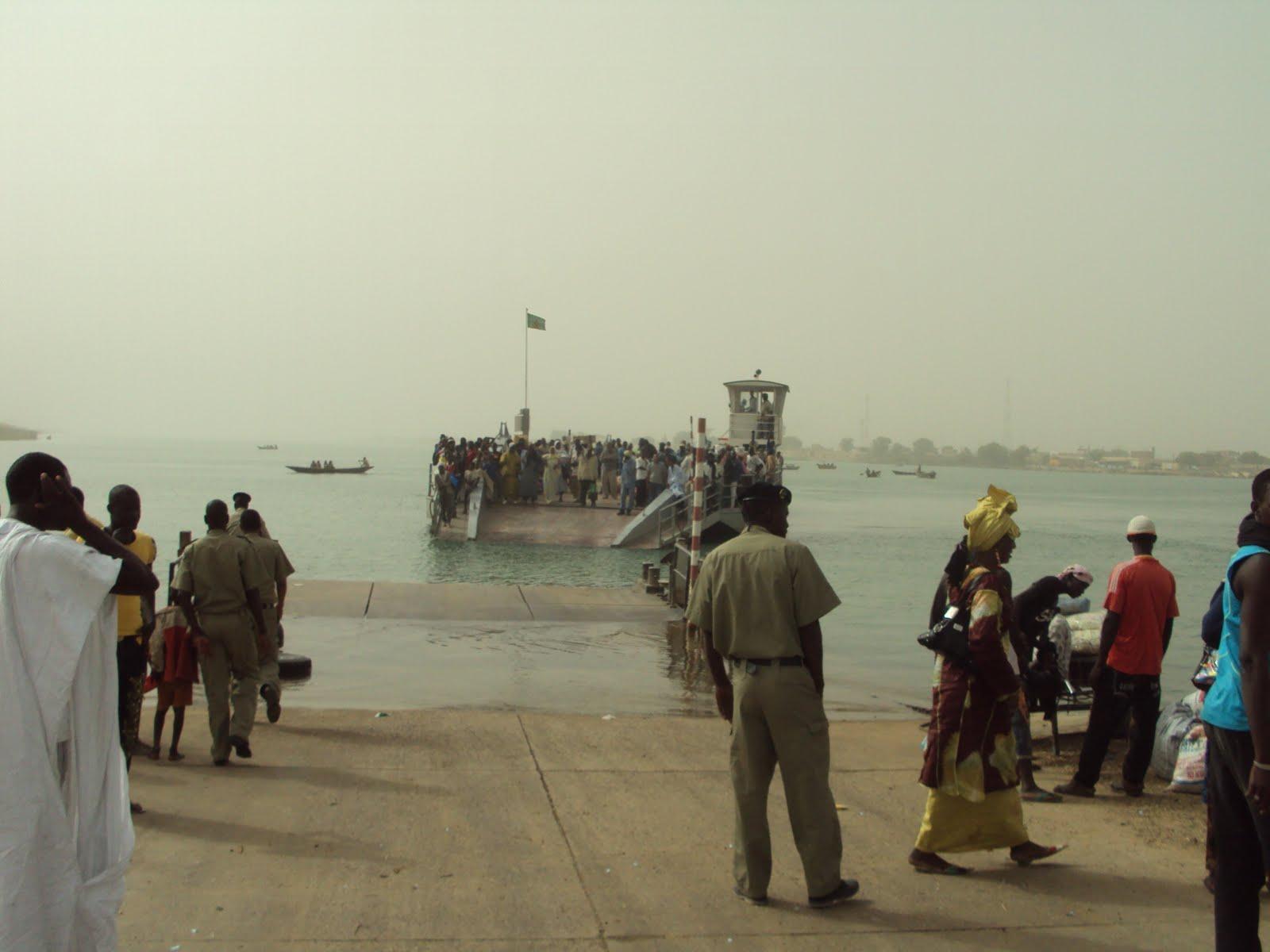 عادت عبارة روصو إلى وتيرة نشاطها السابقة؛ حيث أصبحت تعمل على مدار الساعة. وبذلك تعود الحركة التجارية بين موريتانيا والسنغال لطبيعتها بعد حوالي أشهر من التوقف الجزئي في عمل العبارة.  وكانت السلطات الموريتانية