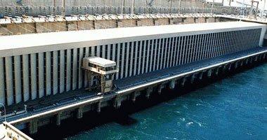 سجل منسوب مياه نهر النيل أمام السد العالى، اليوم الأربعاء، تراجعا عن معدله أمس الثلاثاء، بمقدار واحد سم، حيث بلغ 67ر174 متر، مقابل 68ر174 متر.وجاء فى تقرير لوزارة الموارد المائية والرى، أن كمية المياه المنصرفة خلف سد أسوان بلغت 240 مليون متر مكعب، فيما تراجع الإيراد الواصل لبحيرة ناصر إلى 188 مليون متر مكعب