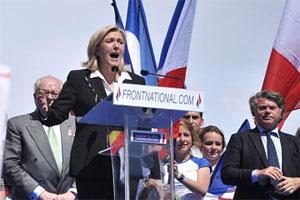 أظهرت النتائج الأولية تصدر حزب الجبهة الوطنية – اليمين الفرنسي المتطرف- نتائج الانتخابات الأوروبية بفرنسا بـ 25 بالمئة من الأصوات أمام حزب الاتحاد من أجل حركة شعبية (اليمين الجمهوري) الذي فاز بـ 20 بالمئة من الأصوات، فيما جاء الحزب الاشتراكي الحاكم في المرتبة الثالثة بـ 14 بالمئة من الأصوات.