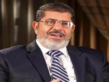 القاهرة ـ كشف أسامة محمد مرسي، نجل الرئيس المعزول، عن سرقة سيارة الأسرة، وأصدر بيانًا، ذكر خلاله أنه في حوالي الثامنة مساء الأحد، قامت مجموعة ملثمة مسلحة بالأسلحة الآلية باستيقاف عمر وعبدالله، نجلي مرسي، وسرقوا سيارة الأسرة،
